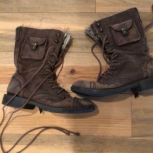 Adorable Roxy combat boots